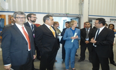 Visite du mme nicole bricq ministre fran ais du commerce for Ministre du commerce exterieur